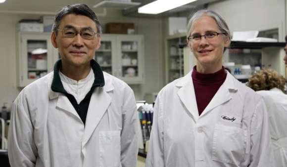 Doktor Mas Sasagawa a PhD Cynthia A. Wenner z výzkumného institutu Bastyrovy univerzity