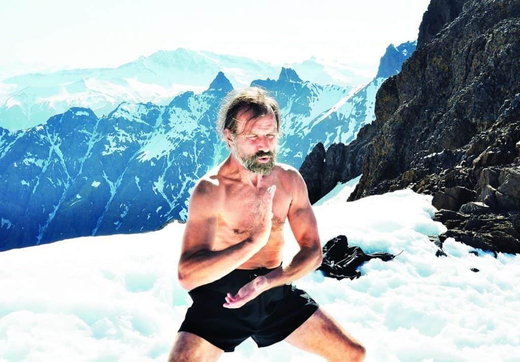 Wim Hof na ledovci v trenýrkách cvičí Tai Chi