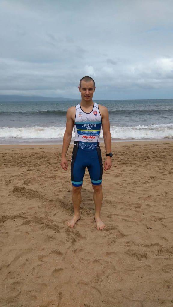 Boris Janata na pláži ve sportovním dresu